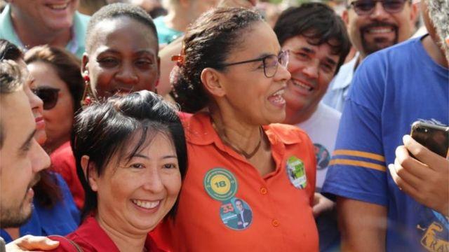 Marina Silva em campanha com apoiadores