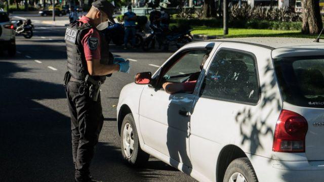 chequeo policial en Argentina