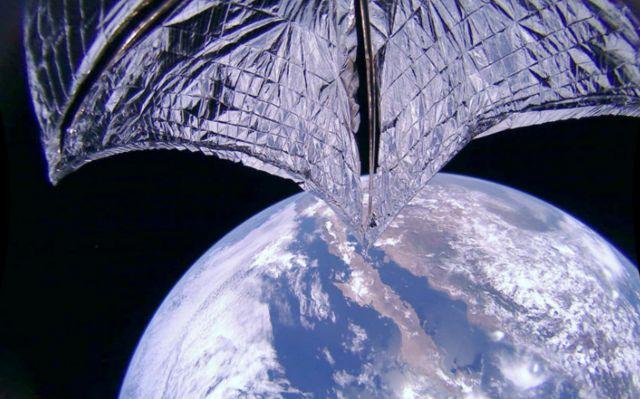 """ยาน Lightsail 2 ถ่ายภาพ """"ใบเรือ"""" ของตนเอง ขณะอยู่ในวงโคจรโลก"""