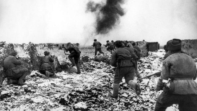 Атака советской пехоты под Сталинградом, декабрь 1942 года