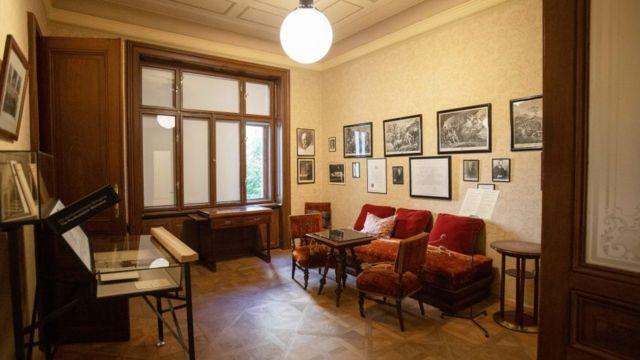 La sala de espera del psicólogo Sigmund Freud en Viena, Austria, el 26 de agosto de 2020.