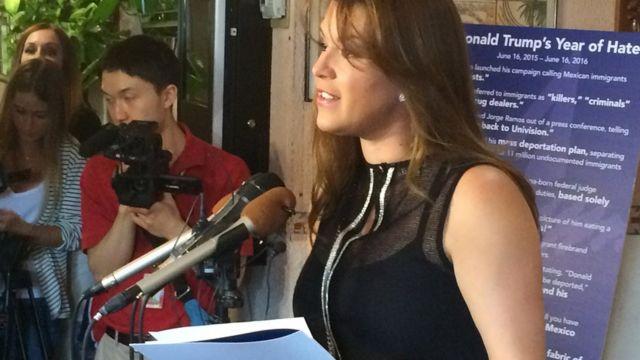 La ex Miss Universo Alicia Machado habla durante una conferencia de prensa en un restaurante latino en Arlington, Virginia, el 15 de junio de 2016.