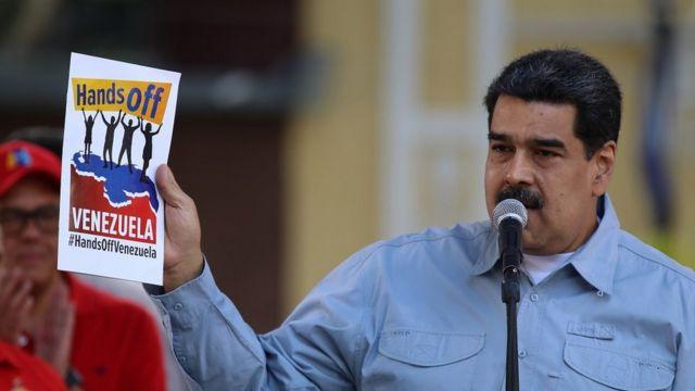 Maduro sınırın diğer tarafında 'Venezuela'dan Elinizi Çekin' etkinliği düzenliyor