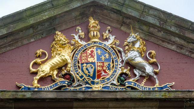 Английский леы и шотландский единорог в Британском гербе