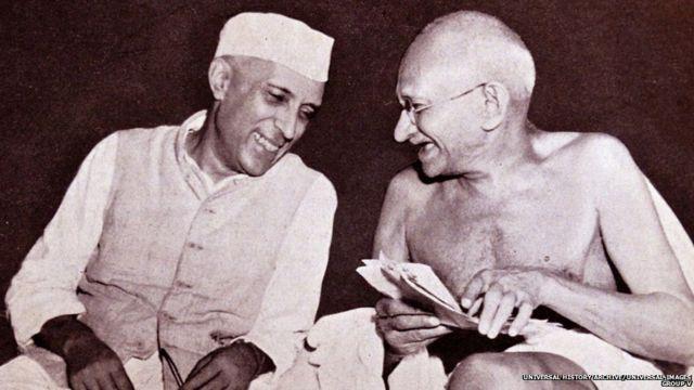 महात्मा गांधी, जवाहरलाल नेहरू के साथ