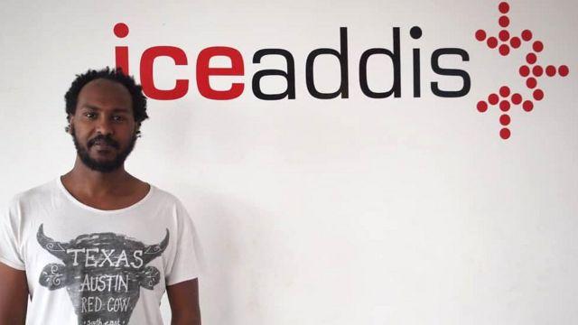 Markos Lemma di depan logo perusahannya IceAddis.