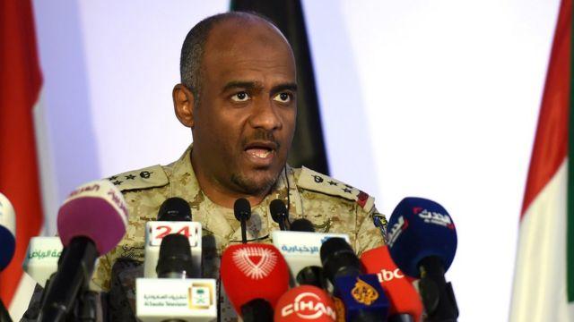 Jenderal Assiri berbicara kepada media April 2014