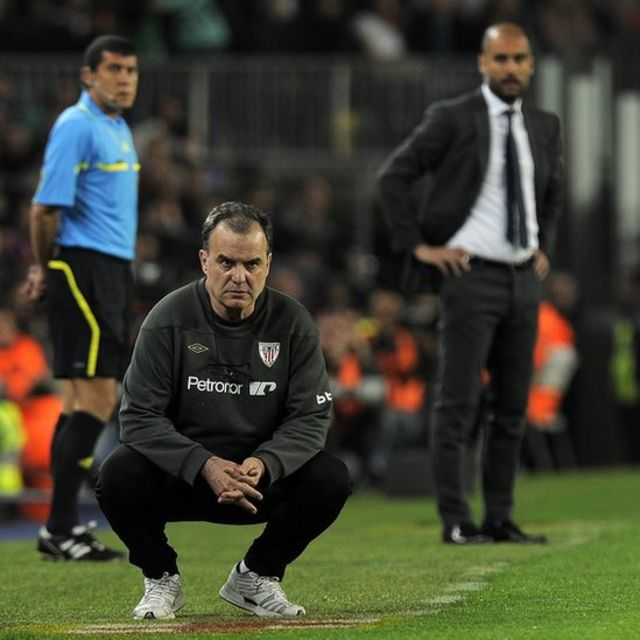 Bielsa y Guardiola dirigiendo.