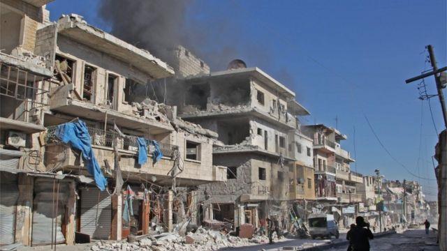 منازل مهدمة في معرة النعمان في إدلب.