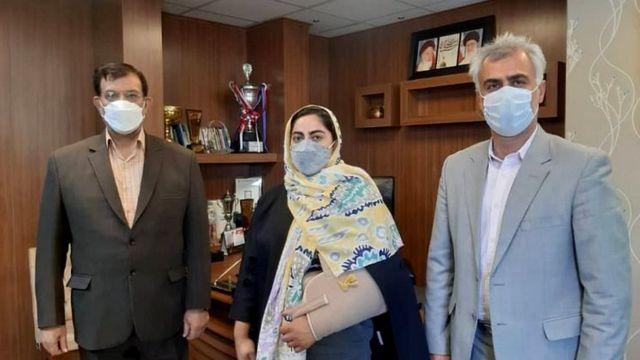 خانم جهانفکریان در کنار مقامهای فدراسیون وزنهبرداری