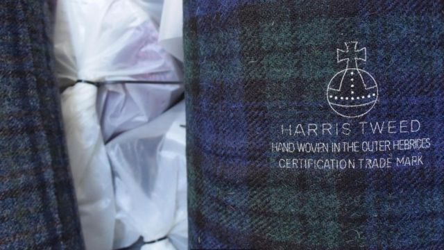 Una muestra de Harris Tweed con su sello Foto: Kathryn MacLeod