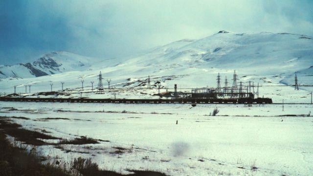 Поезд, идущий с золотого рудника Сотк