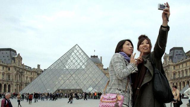 У Парижі у частині японських туристів розвивається реактивний психоз від того, що столиця Франції абсолютно не відповідає їхнім очікуванням - мрії руйнуються
