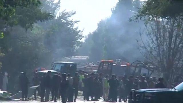 ควันที่ลอยจากเหตุระเบิดคาร์บอมบ์ใจกลางเมืองหลวงของอัฟกานิสถาน