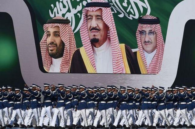 محمد بن نایف، برادرزاده پادشاه و ولیعهد سابق، ملک سلمان بن عبدالعزیز پادشاه عربستان و محمد بن سلمان، ولیعهد کنونی عربستان؛ ملک سلمان به محض رسیدن به پادشاهی تغییرات پیشبینی نشدهای در میان وارثان تاج و تخت ایجاد کرد