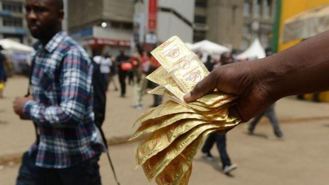 Kashi 34 cikin 100 na 'yan Najeriya ke amfani da kwaroron roba' - BBC News  Hausa