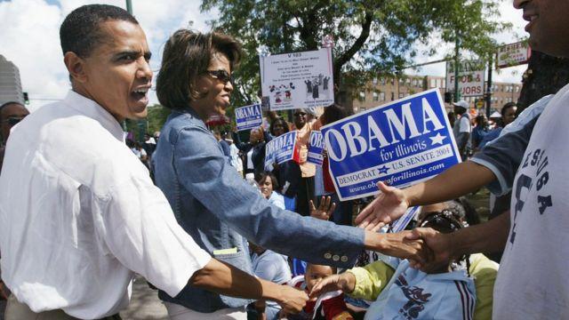Barack y Michelle Obama haciendo campaña en 2004.