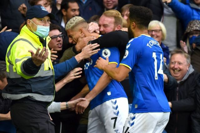 Watford were twice behind at Goodison Park, with the club's former player Richarlison putting Everton 2-1 up