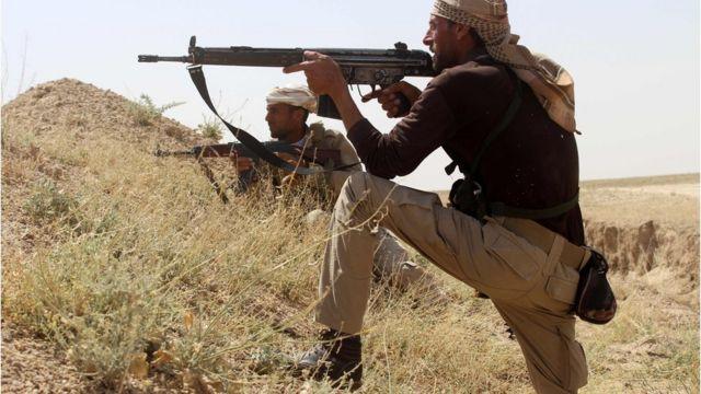 アンバル州でIS掃討の前線を警備するイラク兵たち(3日)