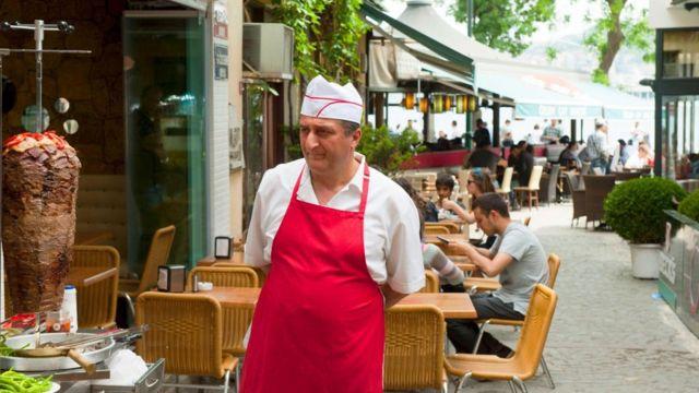 小飯館和咖啡館也出售這種受人歡迎的小吃