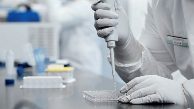 Разработчик вакцины в лаборатории Moderna