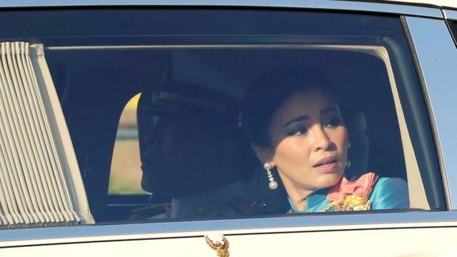 泰国王后素提达(Suthida)在皇家车队中。