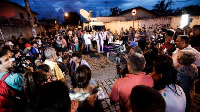 Vigília em homenagem às vítimas do tiroteio em escola de Suzano