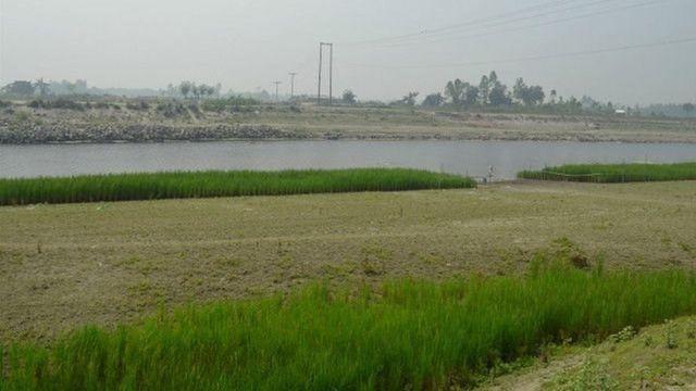 নদী শুকিয়ে আশপাশে কৃষি জমি বেড়েছে। তাই এলাকার অনেকেই অবশ্য খুশি।