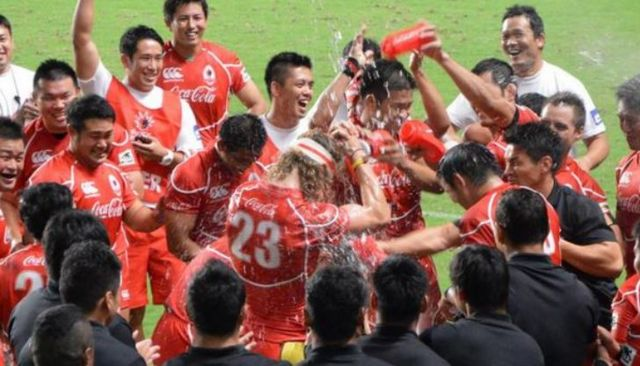 Cummins celebrates a victory with his Coca Cola Red Sparks team-mates