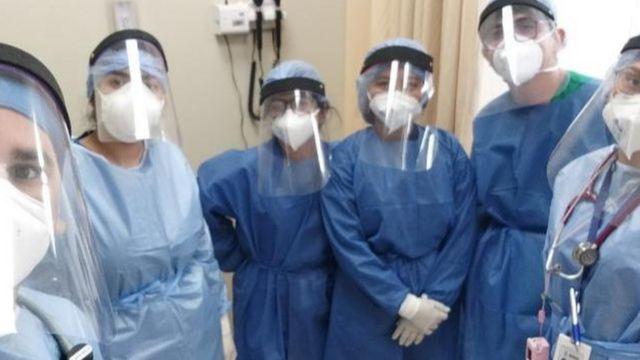 Miembros del equipo de trabajo del hospital de la localidad de Quevedo, en Ecuador.