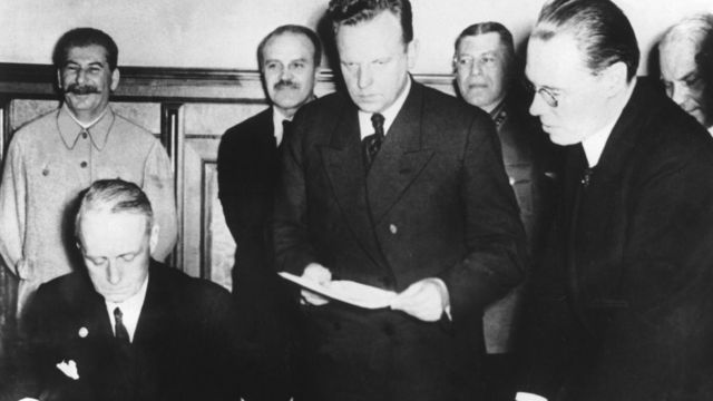 Joachim Von Ribbentropp, German foreign affairs minister, signing the German-Soviet Pact in the presence of Stalin