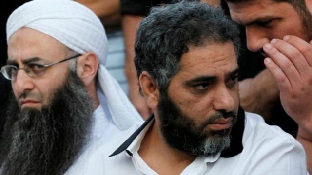 انضم فضل شاكر عام 2013 إلى صفوف جماعة إسلامية مسلحة يرأسها رجل الدين السلفي أحمد الأسير.