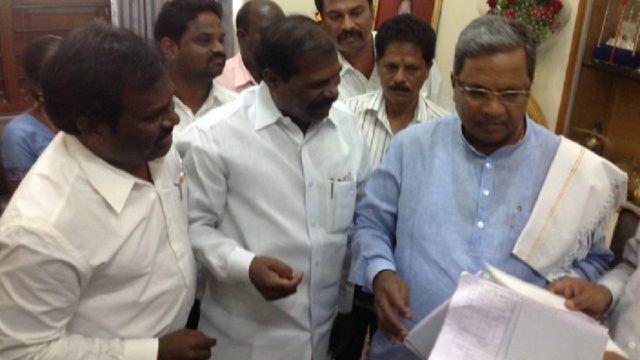 कर्नाटक के मुख्यमंत्री का मानना है कि सुप्रीम कोर्ट के फैसले को लागू नहीं किया जा सकता है