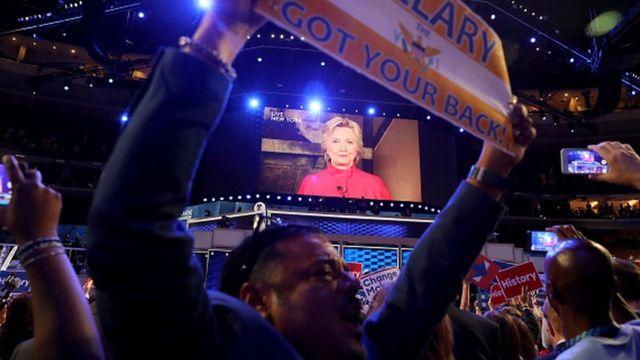 ビデオ中継で登場したクリントン氏は支援者に「これは本当は皆さんの勝利なんです」と告げた