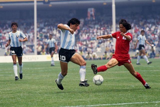 Diego Armando Maradona en 1986 contra Corea del Sur.