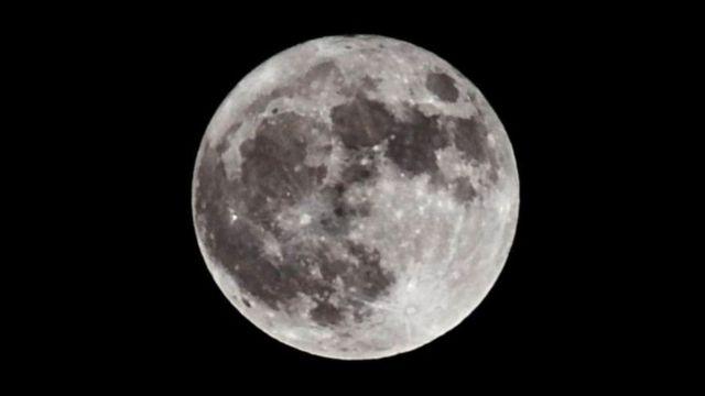 رسمت ناسا خريطة تفصيلية لسطح القمر، وسوف يحدد توافر المياه اختيار موقع إنشاء القاعدة