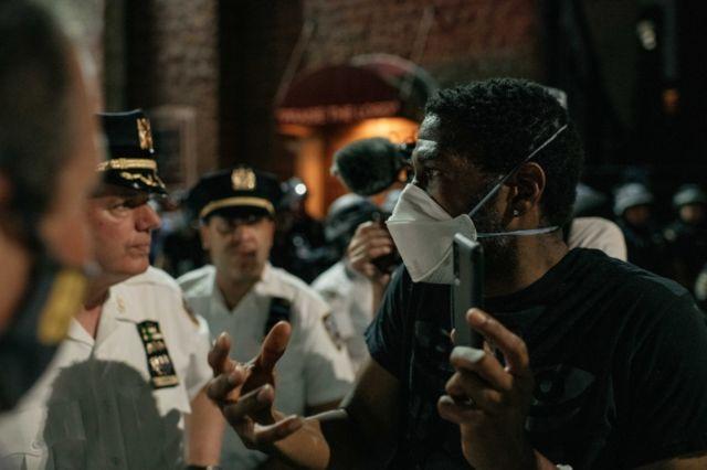 Manifestantes em Nova Iorque em 04 de junho de 2020