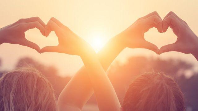 Çoxlu günəş işığı alan insanların bədənləri təbii olaraq vitamin D yaradır