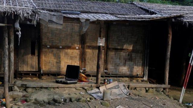A Rohingya abandoned house is seen at U Shey Kya village outside Maungdaw, in Rakhine state, Myanmar October 26, 2016. Picture taken October 26, 2016. REUTERS/Soe Zeya Tun