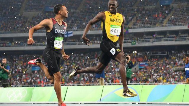 Усэйн Болт и канадец Андре де Грассе в полуфинальном забеге 200-метровки