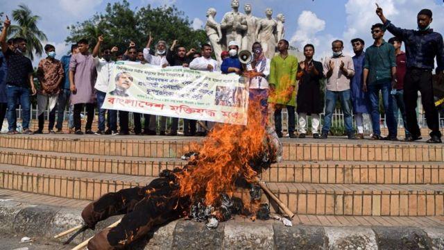 Manifestantes de Bangladesh
