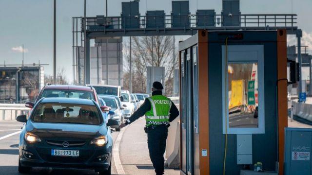 Puesto de control fronterizo entre Austria y Hungría.