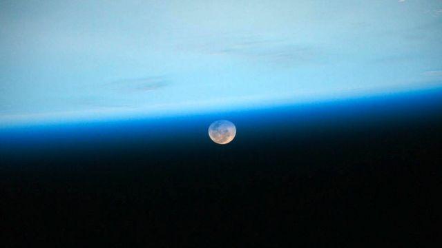 Uluslararası Uzay İstasyonu'ndan Ay'ın görünümü