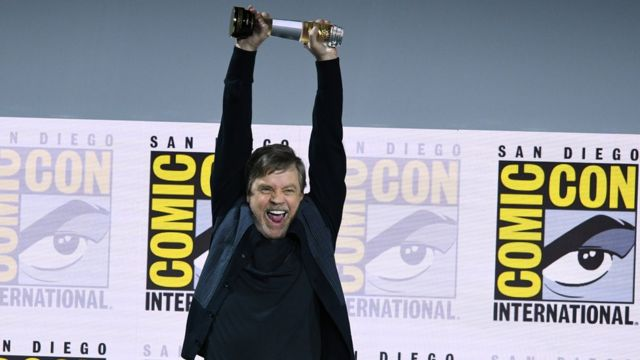 Comic Con: Mark Hamill's icon award, cosplay and long queues