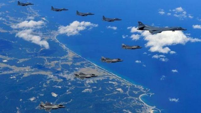 संयुक्त युद्धाभ्यास करते अमरीका और दक्षिण कोरिया के लड़ाकू विमान