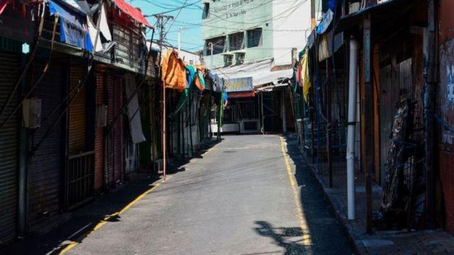 Una calle de Asunción, PAraguay, desierta por la cuarentena