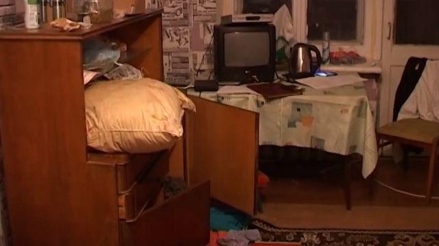 Киянка на 11 днів залишила дітей самих удома. Син помер від голоду, жінку посадять