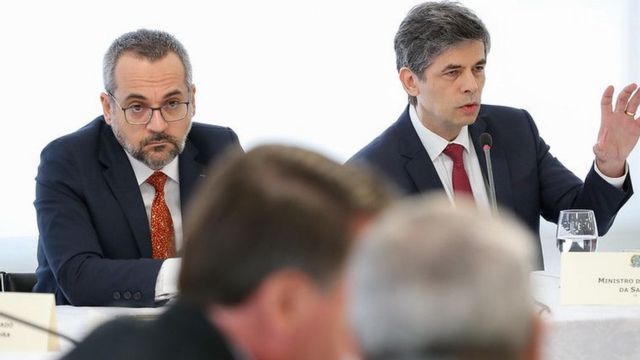 Weintraub (esq) ao lado do agora ex-ministro Nelson Teich