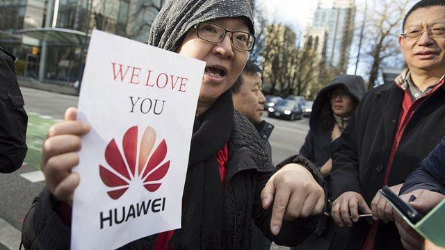 Kinezi u Americi na skupu podrške Huaveiju