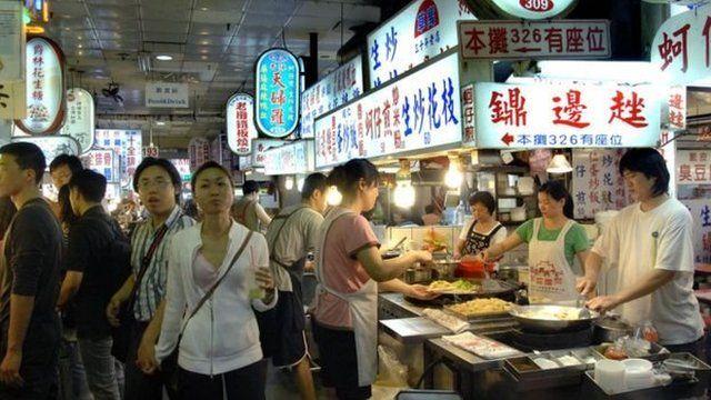 逛夜市是到台灣旅遊的必備行程之一